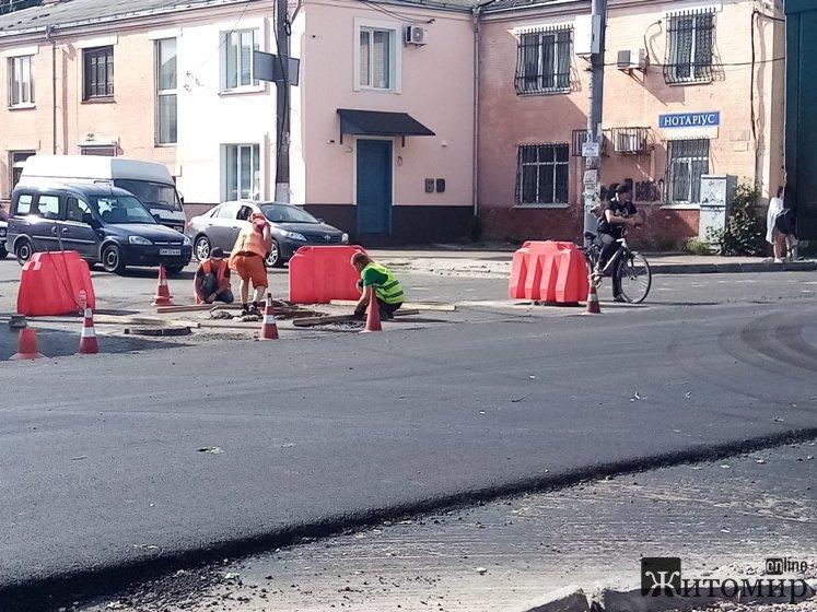 Рух в центрі міста ускладнено, тролейбуси на Богунію скасовано: Транспортний колапс в Житомирі. ФОТО