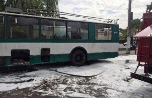 У Житомирі загорівся тролейбус. ФОТО