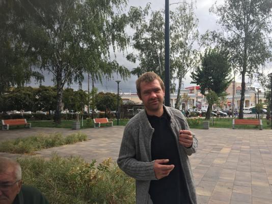 Настоянка глоду, пиво, закуска та шахи в сквері по вулиці Лятошинського у Житомирі. ФОТО