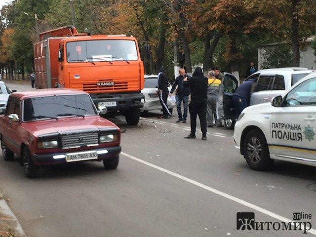 На вулиці Покровській у Житомирі - аварія. ФОТО