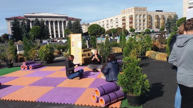 Чи безпечно на Соборній площі у Житомирі створювати зону відпочинку? Думка житомирян