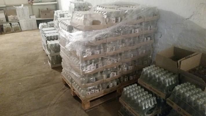 На Житомирщині викрито мережу незаконного збуту алкоголю з підробленими акцизними марками та вилучено 1,4 тонни алкогольної продукції