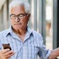 Який смартфон подарувати пенсіонеру?