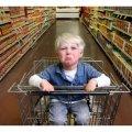 """Забувайте про дітей у візках супермаркету """"Ашан"""": Можливо саме в нього безхатько збирав зі смітників пляшки"""