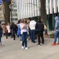 О чем говорит ежедневная огромная толпа у польского консульства?