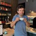 Хто п'є каву у кав'ярні на Михайлівській?