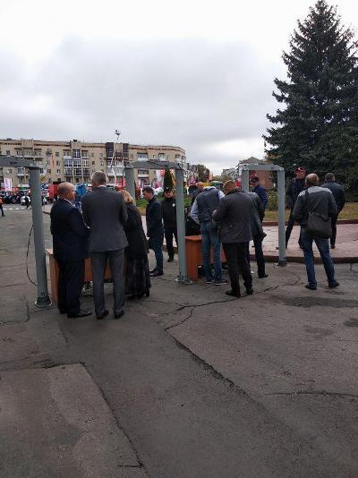 Соборний майдан оточений поліцією і Нацгвардією: Житомир в очікуванні президентів