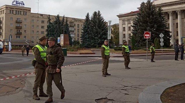 Безліч провоохоронців, перекриття руху та прохід через металошукачі: Житомир готується приймати президентів