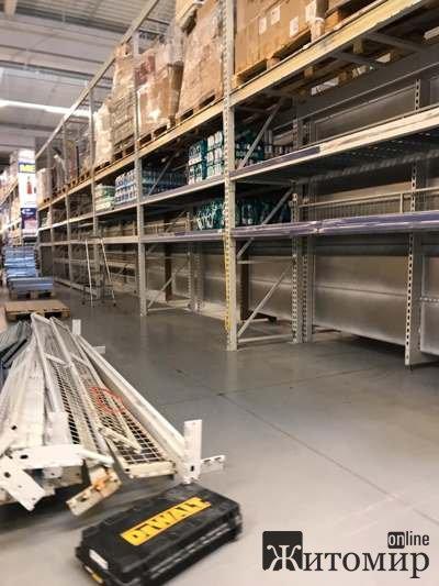 """В житомирському супермаркеті """"МЕТРО"""" пусті полиці без товарів.ФОТО"""