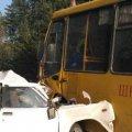 На Житомирщині ВАЗ врізався у шкільний автобус