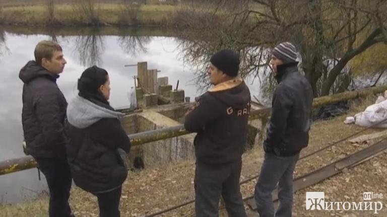 На Житомирщині шукають чоловіка, який пірнув під воду, аби відкрити шлюз дамби і зник