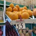У Житомирі на Житньому ринку зараз продають апельсини з південної Африки. ФОТО