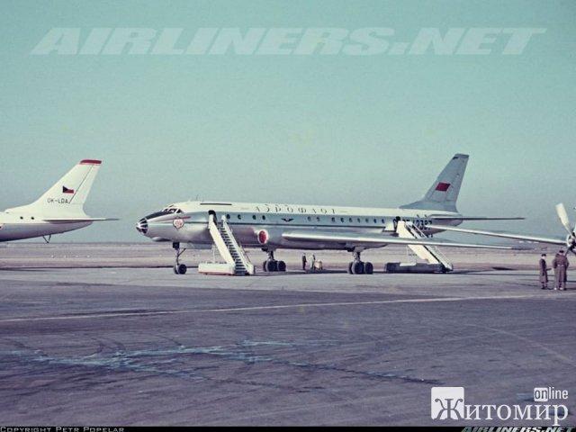 Уникальное фото житомирского самолета Ту-104 в 1960-х годах