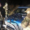 Житомирські прикордонники затримали чоловіків на позашляховиках, які зі зброєю їхали в зону відчуження