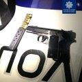В одному з маркетів Житомира поліцейські затримали двох чоловіків, які на вулиці здійснили постріл в бік молодиків