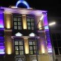 На Михайлівській у Житомирі завершують встановлювати освітлення на фасаді музичної школи. ФОТО
