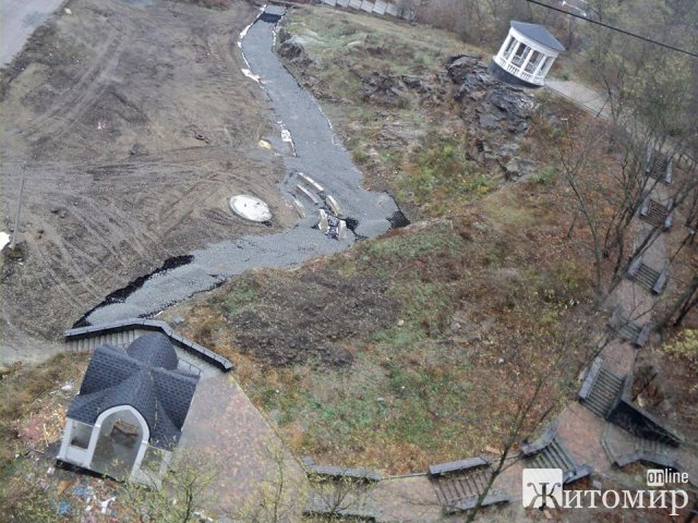 У Житомирі триває реконструкція набережної в парку Гагаріна. ФОТО