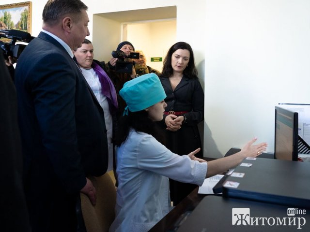 Міністр охорони здоров'я після поїздки до Житомира опублікувала пост про реформу, а українці переконують – це «ходіння по муках»