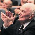 Борис Патон у 101 рік має сторінку в Facebook та працює 12 годин на день