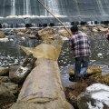 Біля греблі у Житомирі патруль затримав чоловіка, який хотів наловити риби за допомогою забороненого знаряддя
