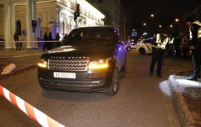У центрі Києва під час обстрілу автомобіля депутата облради вбили дитину. ФОТО