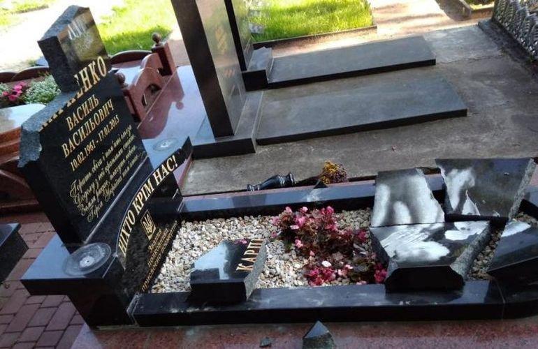 Військові Житомира просять жорсткіше карати вандалів, які пошкоджують пам'ятники бійцям АТО