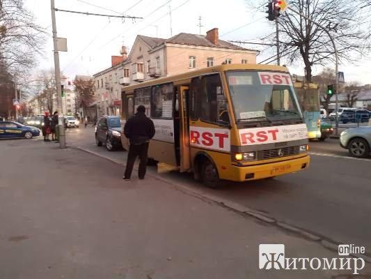 ДТП на розі вулиць Шелушкова та Київської у Житомирі. ФОТО