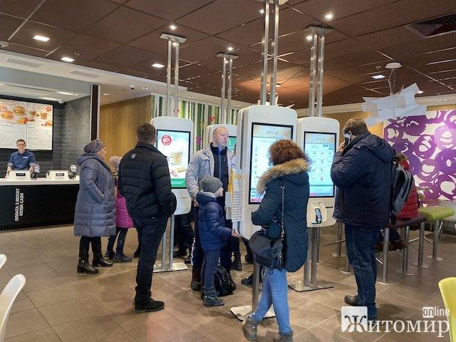 У Житомирі відкрився оновлений Макдоналдс. ФОТО