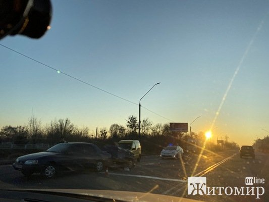 ДТП на Київському шосе, біля салону Фольксвагена у Житомирі.ФОТО