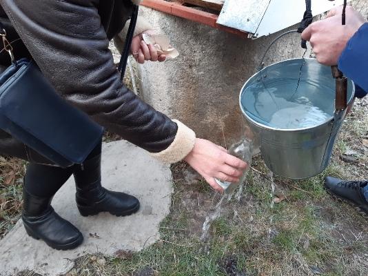 Бульон из кишечных палочек обнаружили эксперты Житомирского областного лабораторного центра в колодце и роднике, имевших репутацию абсолютно чистых