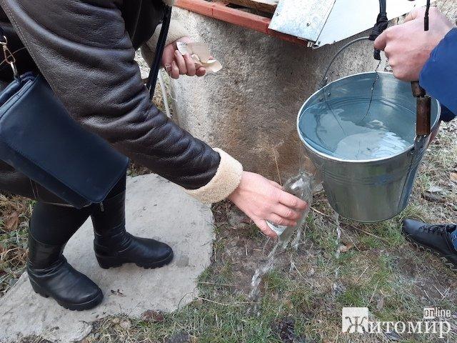 Бульон из кишечных палочек обнаружили эксперты Житомирского областного лабораторного центра в колодц ...