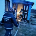 У Житомирській області жінка, яка намагалася розтопити грубу бензином, отримала опіки та встигла евакуювати з пожежі малих дітей