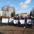Жителі Любимівської сільської ради мітингують під стінами ОДА щодо знищення пасовищ! ФОТО