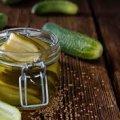 Чому не потрібно виливати в раковину розсіл після солінь: 10 причин про які варто знати