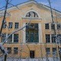 У Новограді-Волинському троє чоловіків демонтували частину огорожі біля військового шпиталю