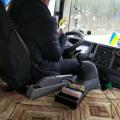 У Житомирі водій-екстремал одного з маршрутного таксі під час руху переглядає відео в телефоні та переписується у «вайбері»