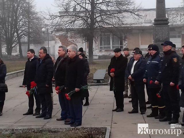 У селищі Житомирської області відкрили пам'ятний знак «Жертвам Чорнобильської катастрофи». ФОТО