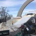 Снег стал дефицитом: зачем в Киев его свозят тоннами и на грузовиках