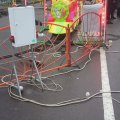 На Різдвяній ярмарці в Житомирі біля атракціонів лежать незакриті дроти. ФОТО