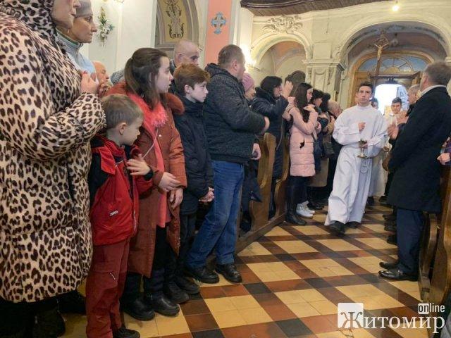 Міський голова вручив єпископу Яну Пурвінському звання «Почесний громадянин міста Житомира»