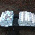 Житомирські прикордонники затримали чоловіка, який через кордон хотів перенести безакцизні цигарки. ФОТО