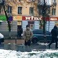 """Житомиряни сфотографували, як біля кінотеатру """"Україна"""" випорожнився чоловік"""