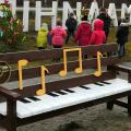 У селі Житомирської області поставили лавки у вигляді фортепіано