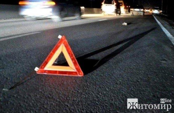 У Житомирі водій на Audi врізався в бетонну опору