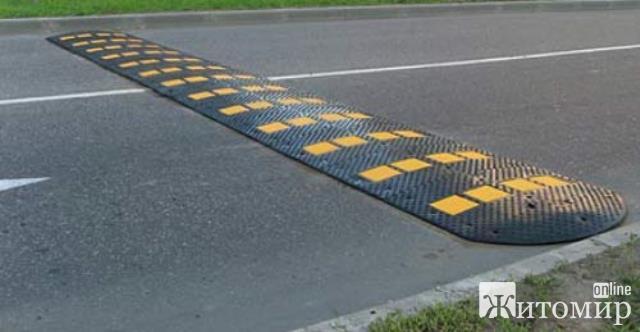 На перехресті в Житомирі містяни просять встановити обмежувачі швидкості