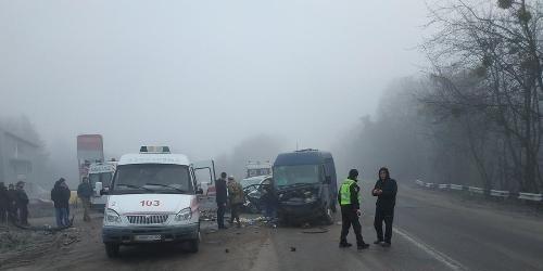В масштабній ДТП під Житомиром травмовано чотирьох людей. ФОТО