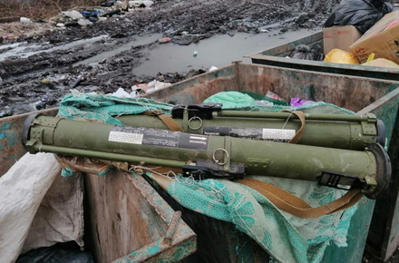 У сміттєвому баку на околиці Житомира знайшли два протитанкові гранатомети