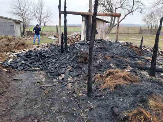 Житомирська область: вогнеборці ліквідували пожежу на території приватного домоволодіння