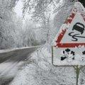 Житомирських водіїв закликають бути пильними: на дорозі можлива ожеледиця