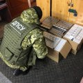Житомирські прикордонники зупинили вантажівку: в багажному відділенні виявили 2 тис. пачок цигарок. ФОТО